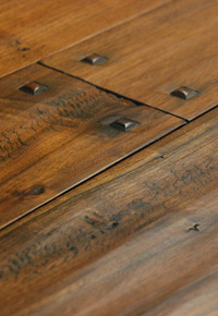 Hand Scraped Walnut Flooring (Wide Plank) with Wooden Pegs